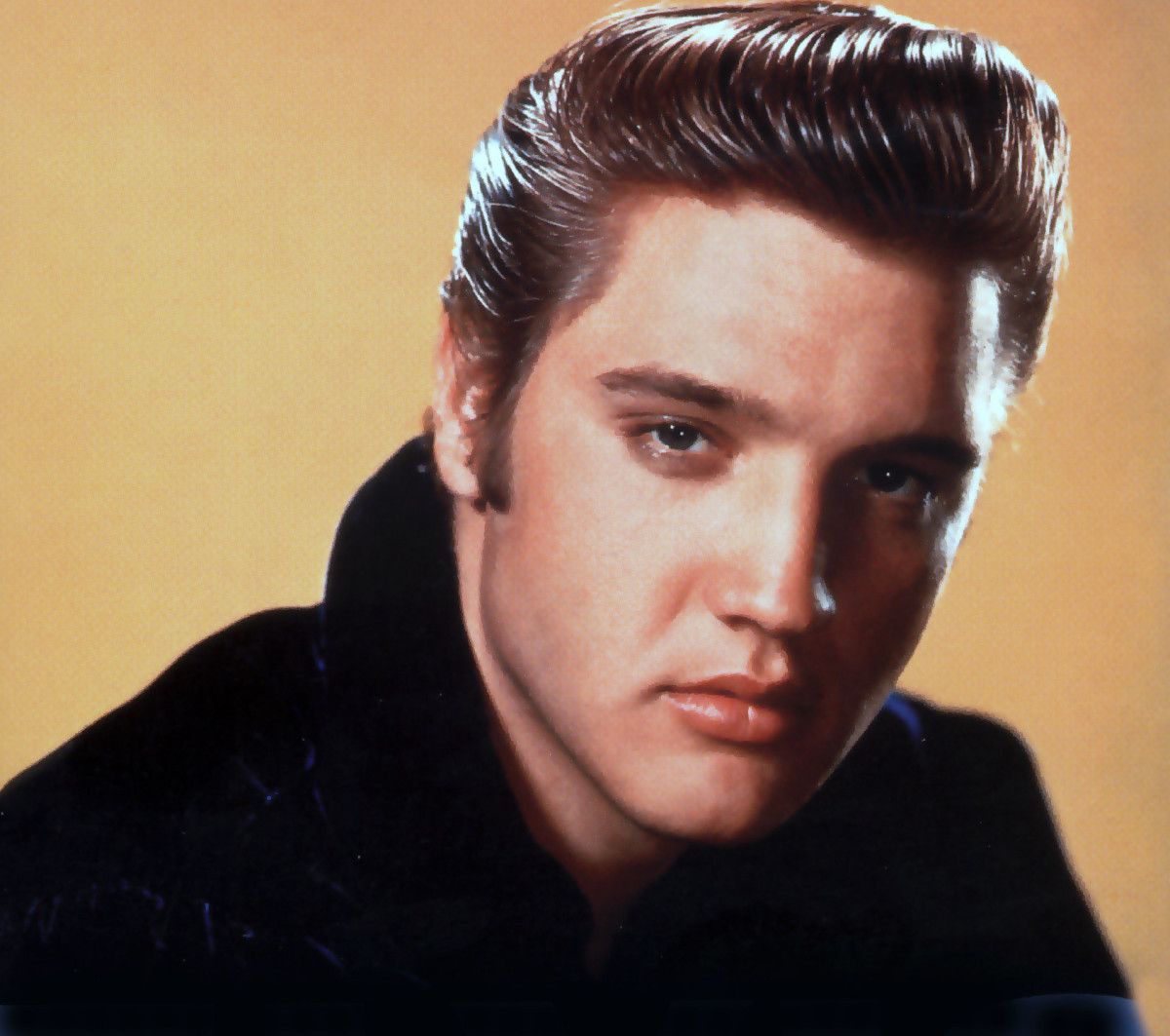 Many people over the years have claimed to have made contact with the ghost of Elvis Presley in various locations.