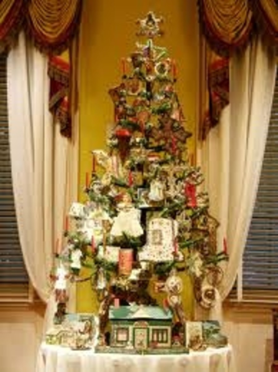Traditional Feather Christmas Tree