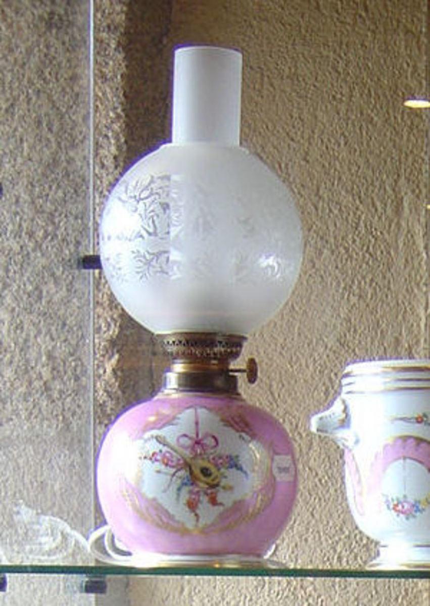 Maison de la Porcelain Aixe-sur-Vienne A very pretty pink Limoges porcelain oil lamp