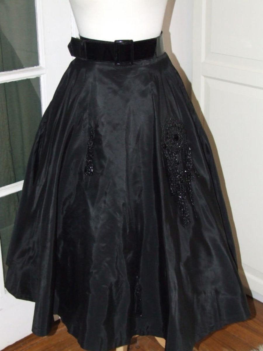 Vintage 50s full circle skirt.
