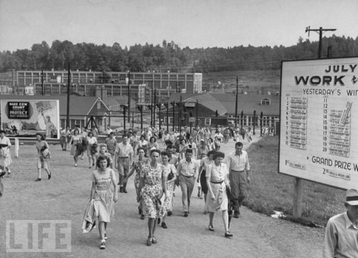 Workers leaving Oak Ridge Facility
