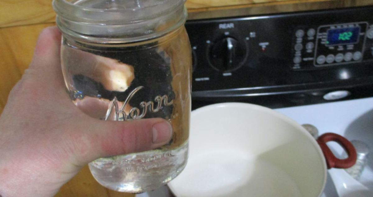quart jar of vinegar