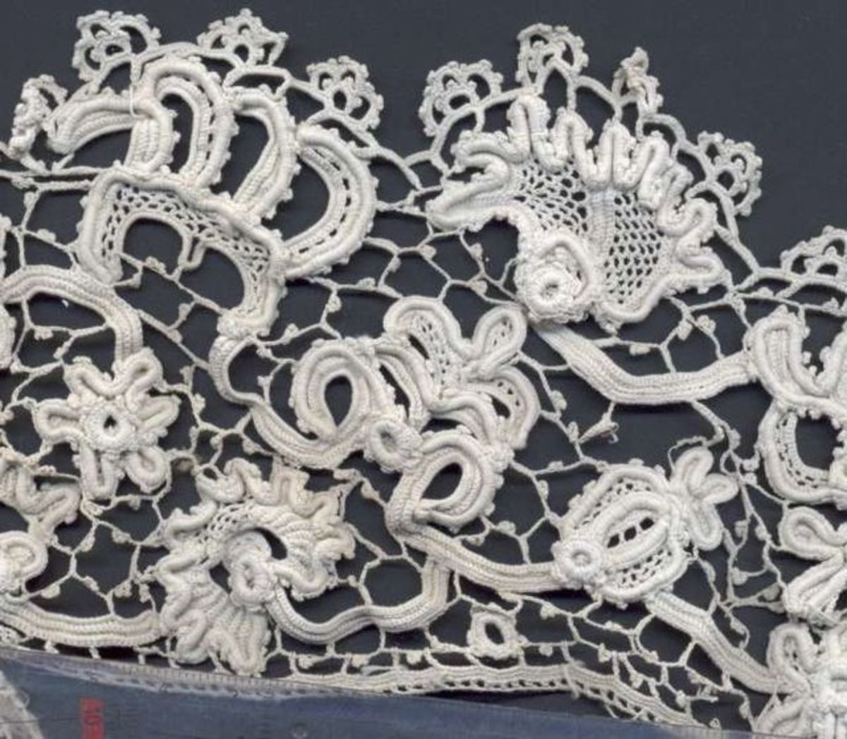"""""""Irish crochet"""". Licensed under Creative Commons Attribution-Share Alike 2.0 via Wikimedia Commons - http://commons.wikimedia.org/wiki/File:Irish_crochet.jpg#mediaviewer/File:Irish_crochet.jpg"""