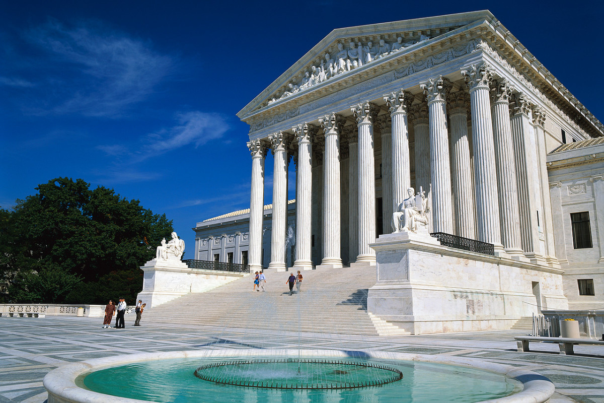 Constitutional Courts in Comparison: U.S. Supreme Court and German Federal Constitutional Court