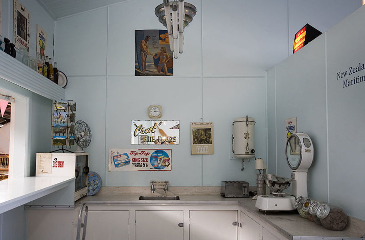 Decorate your kitchen like a soda fountain shop from the 50s!