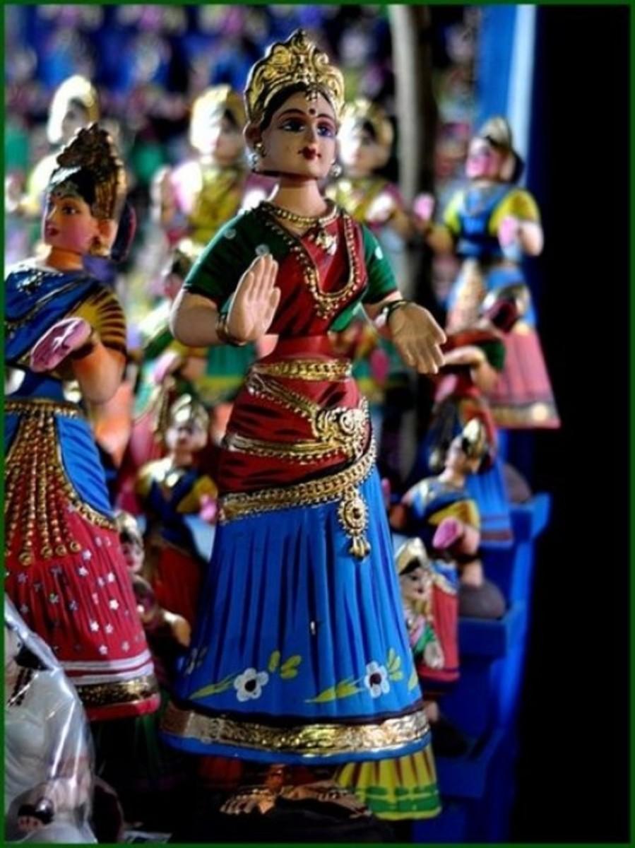 Tanjore Dancing Dolls - Handi Crafts