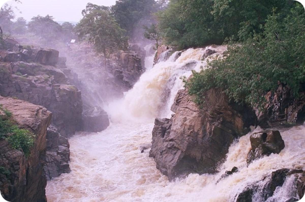 Hoganekkal Falls