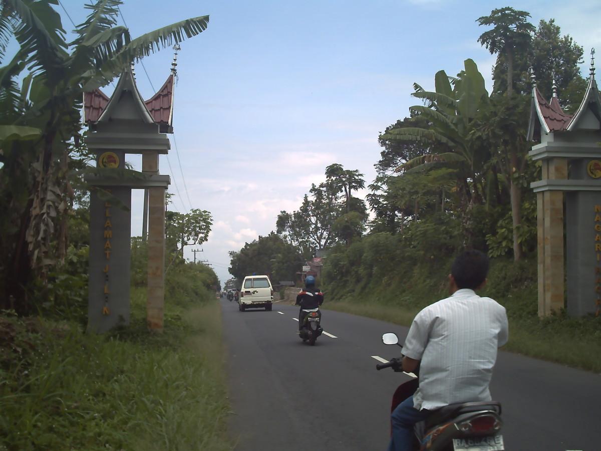 The Gate to Nagari Kumango from Nagari Rao-rao in the Southern Kumango