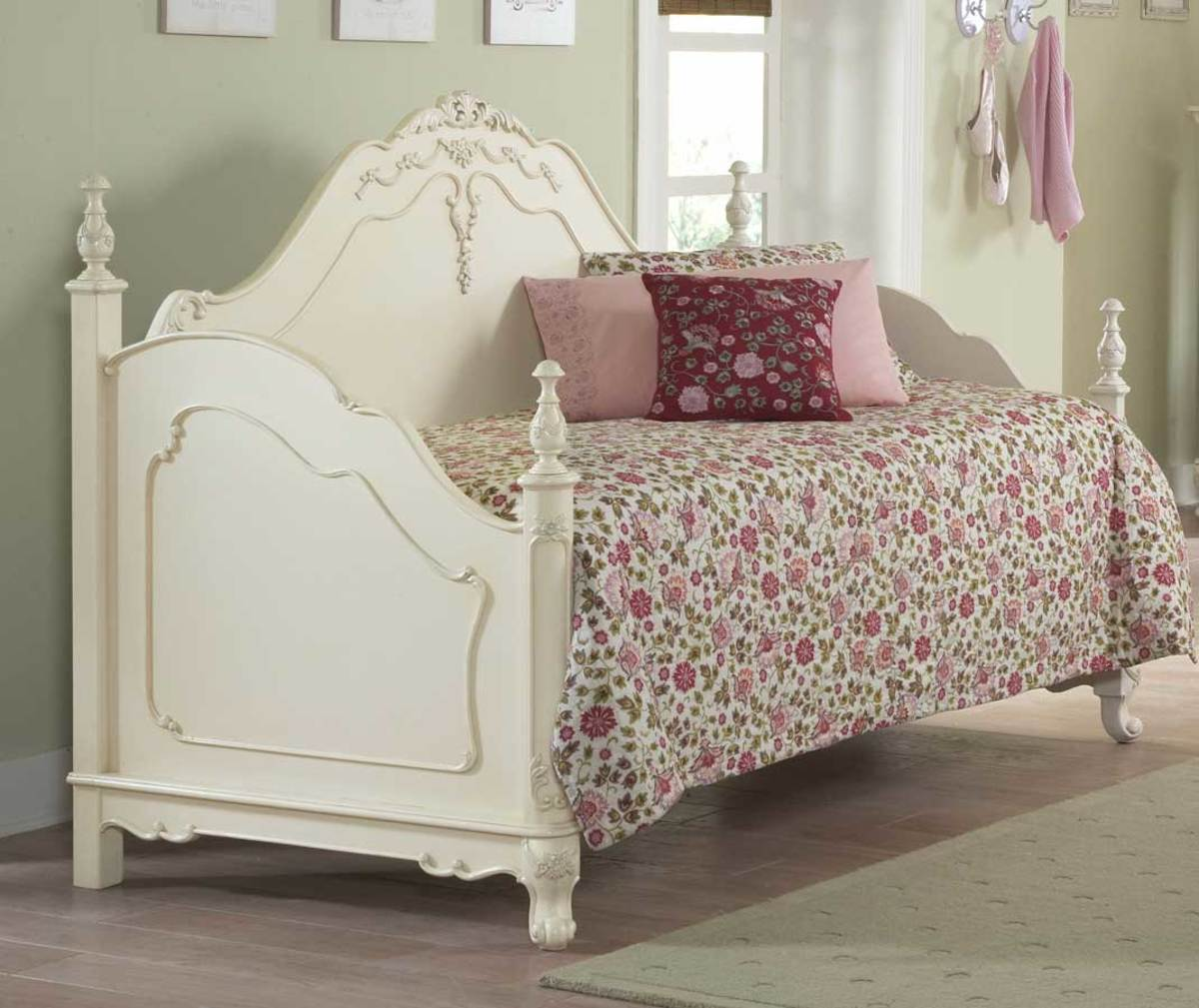 Daybed option in shabby chic - classic white Daybed Frame Option - Spare Bedroom Ideas