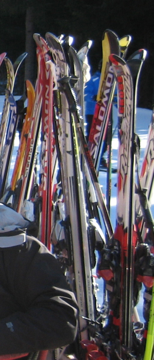 You can buy top of the line new skis for a fraction of their retail price if you follow these tips!