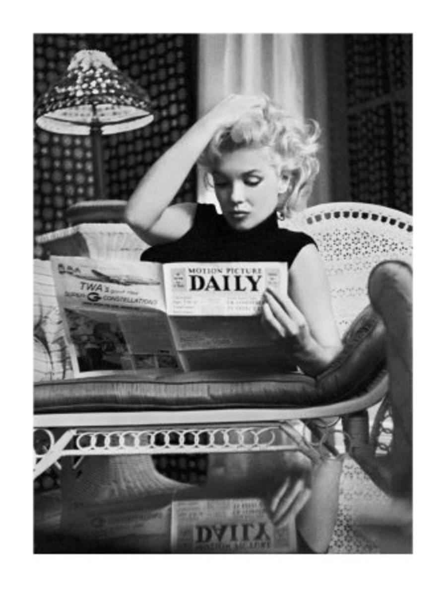 Marilyn reading the Motion Picture Daily.