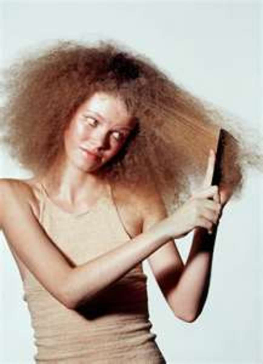 How To Manage Your Frizzy Curly Hair In Under A Minute