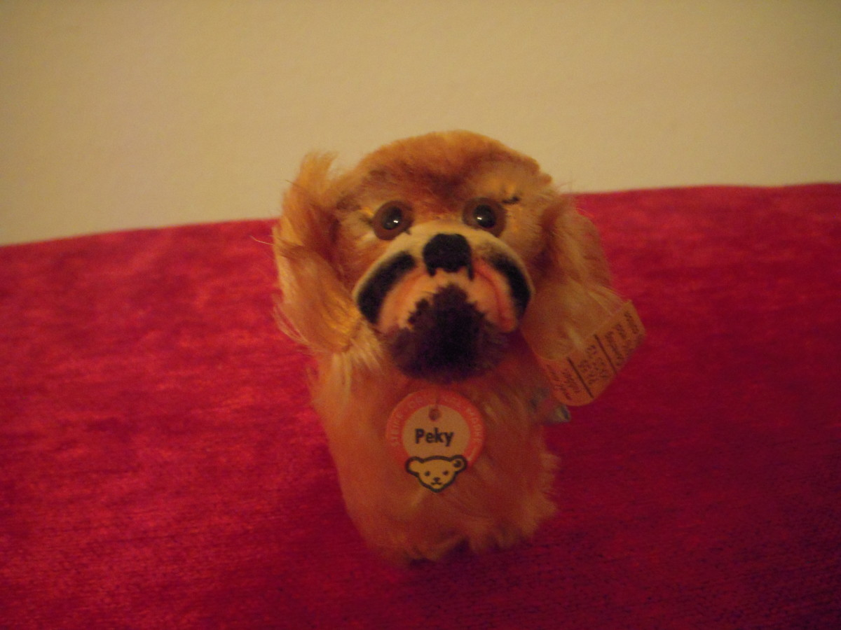 Peky, the gruff but loveable Pekingese. Well designed with a cleverly placed cotton velvet top muzzle, mohair beneath.
