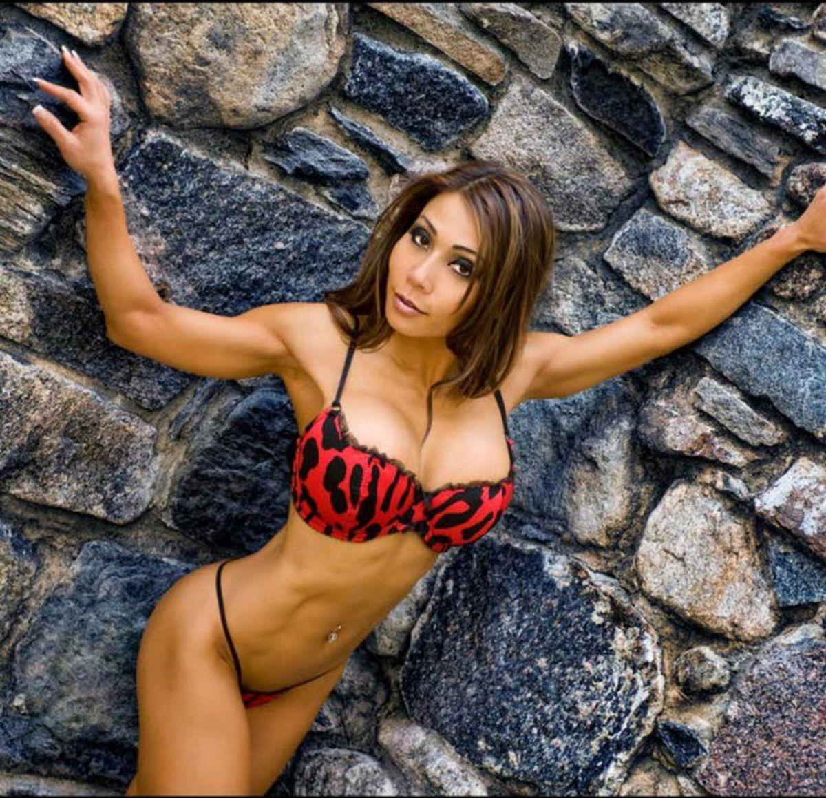Khanh Nguyen - IFBB Bikini Pro