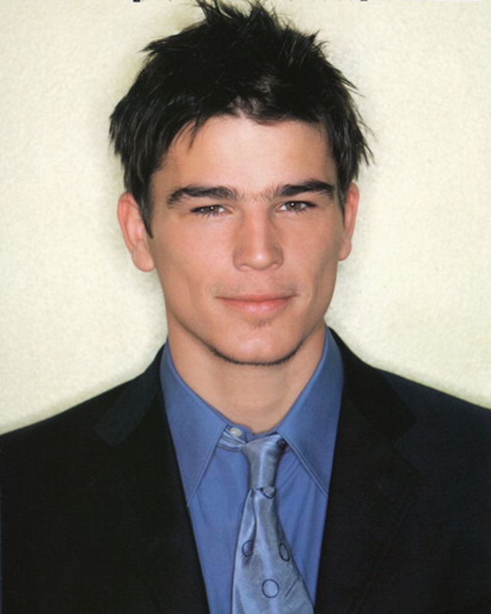 Josh Hartnett, 34, has a medium messy spikey hair.  Get this messy look by just letting your hair air dry and then run your fingers through with some gel and pull here and there to give it that no-care messy look. - 2013 Hairstyles for Men Short Medi