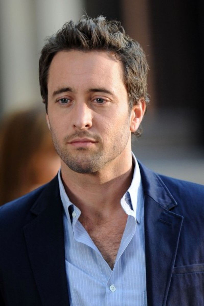 Alex O'Loughlin, 36, aka McGarret in the new Hawaii Five-0.  Alex's hair style is on the edge of being medium haircut, but still cool and easy to manage. - 2013 Hairstyles for Men Short Medium Long Hair Styles Haircuts, by Rosie2010