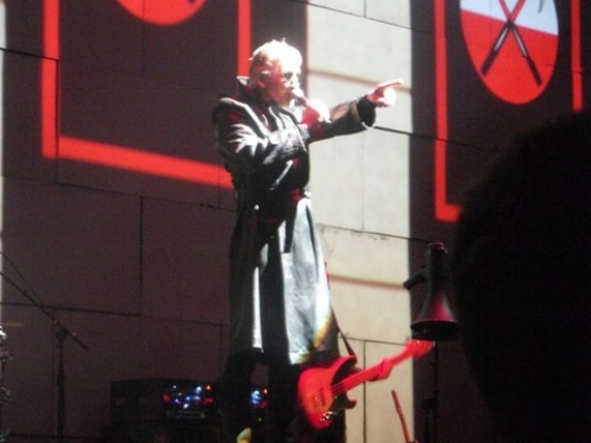 Roger Waters performs The Wall live in Philadelphia, November 2010