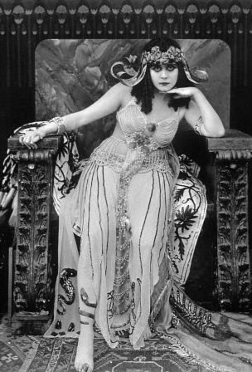Theda Bara as Ceopatra