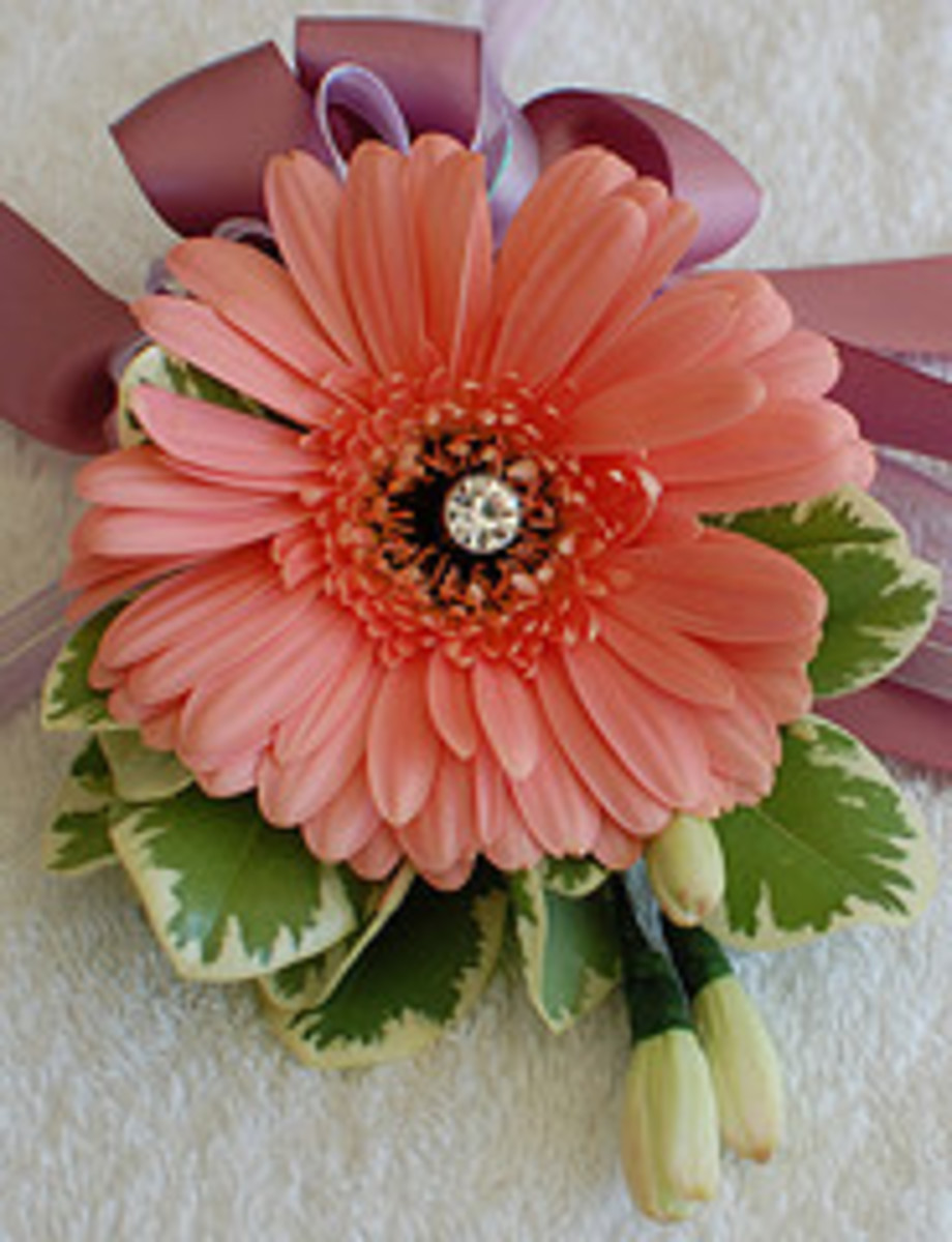 How to Make Corsages and Boutonnieres Like a Pro: Videos and Examples