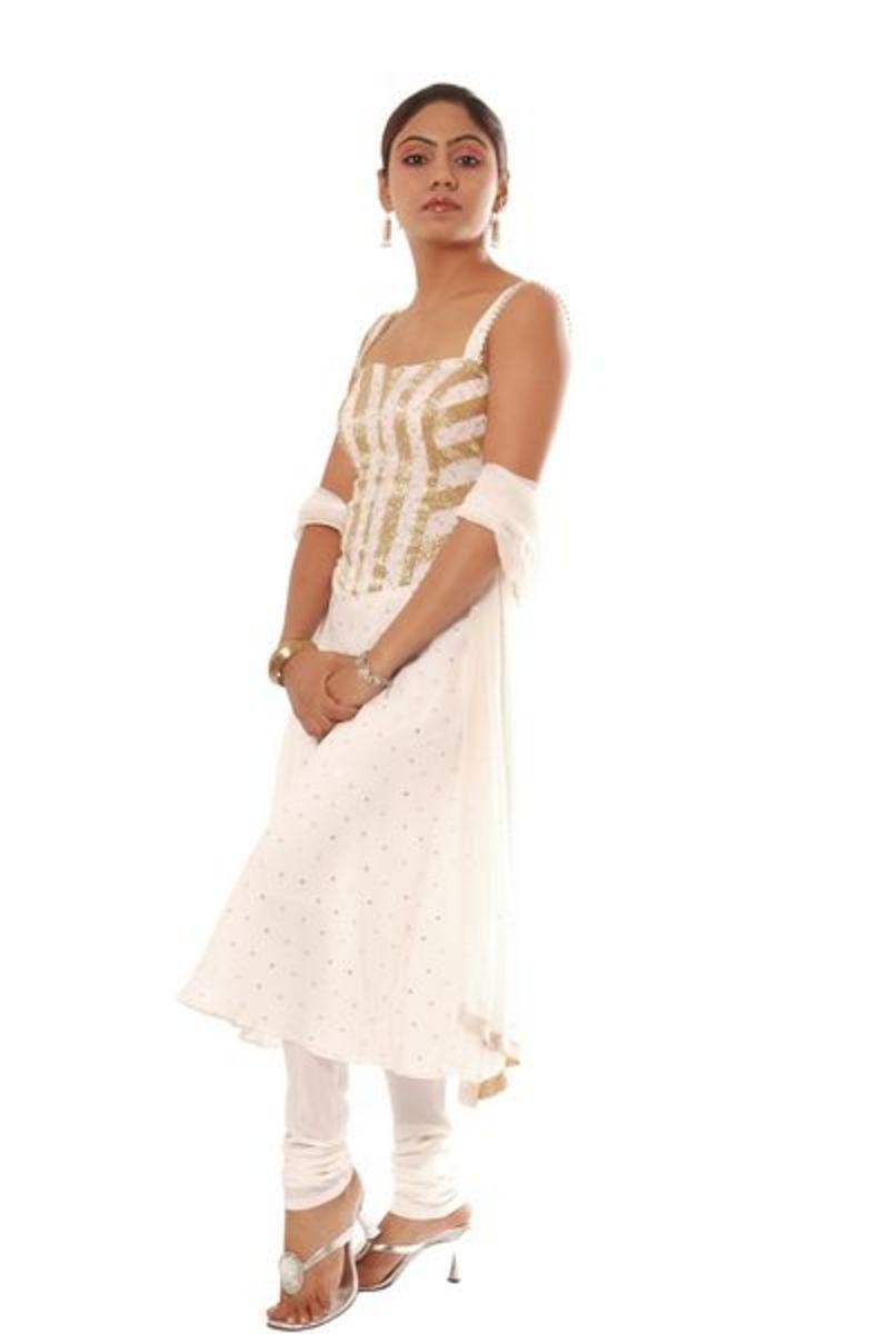 sleeveless white anarkali salwar kameez