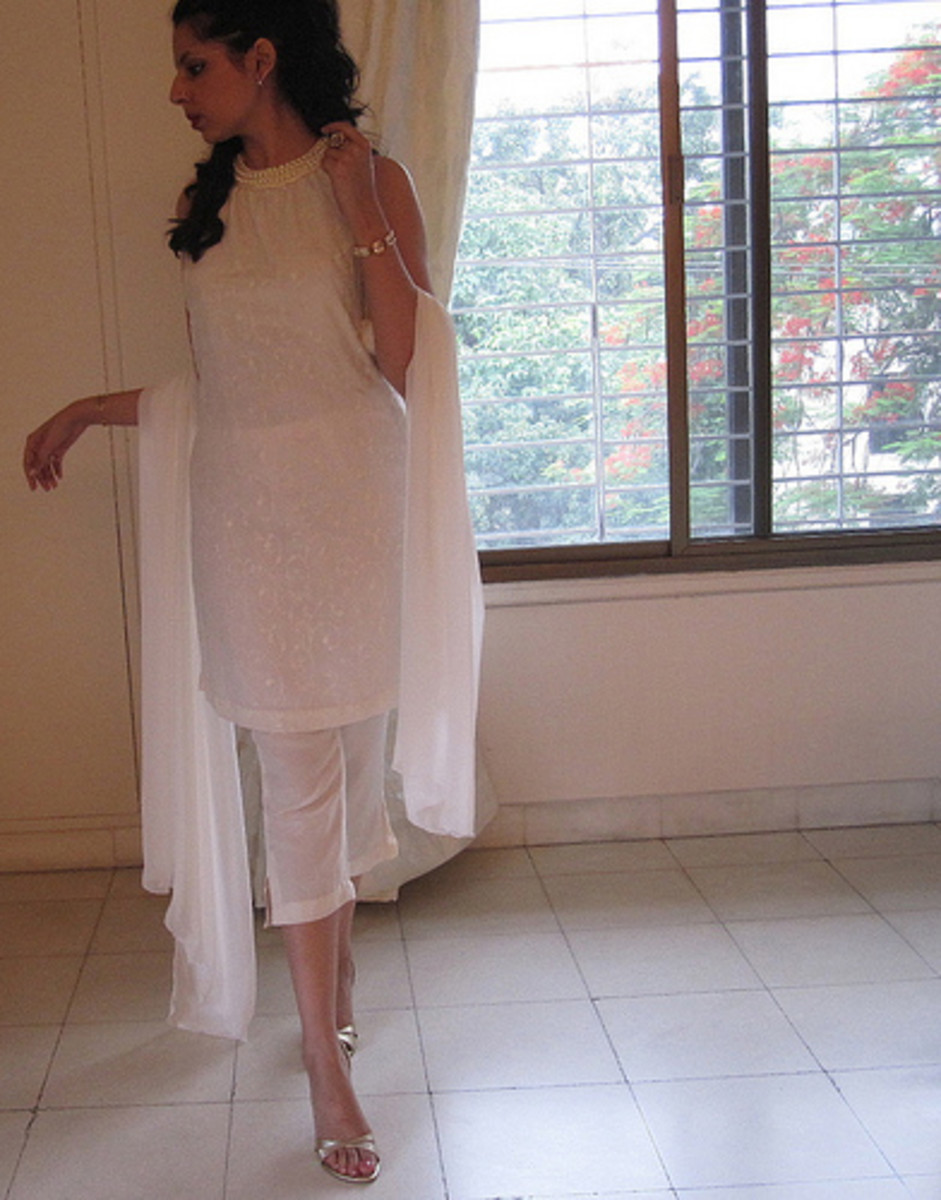 Sleeveless kameez with Three Quarter length salwar which is cut like a pair of pants.