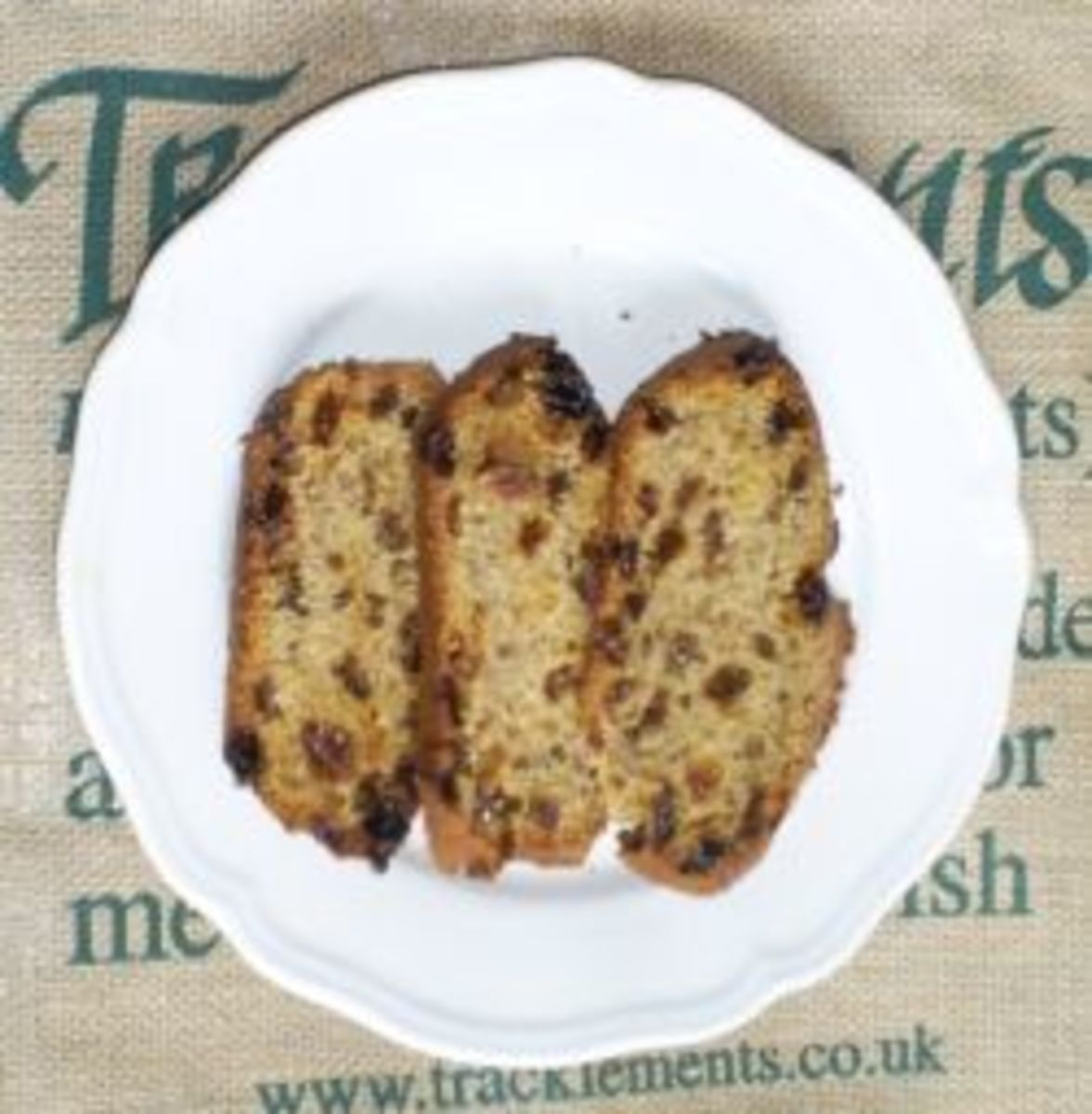 delicious-and-easy-to-make-fruit-loaf