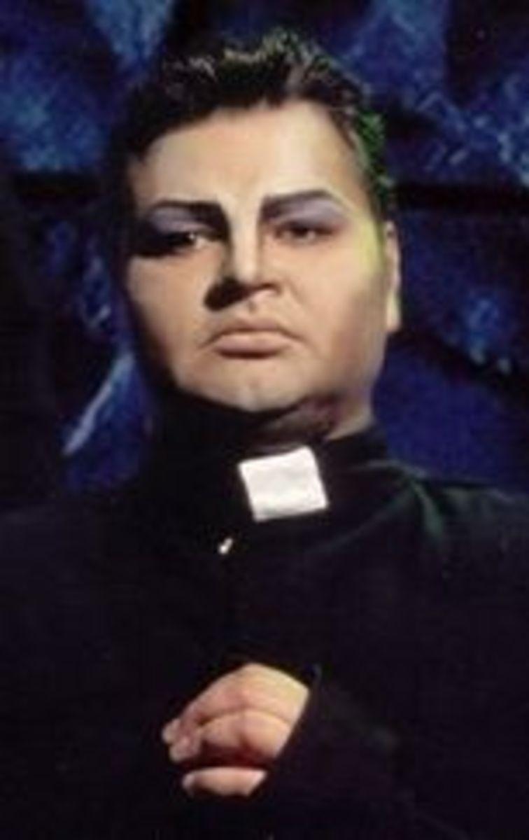 Alexander Golubev  as Frollo