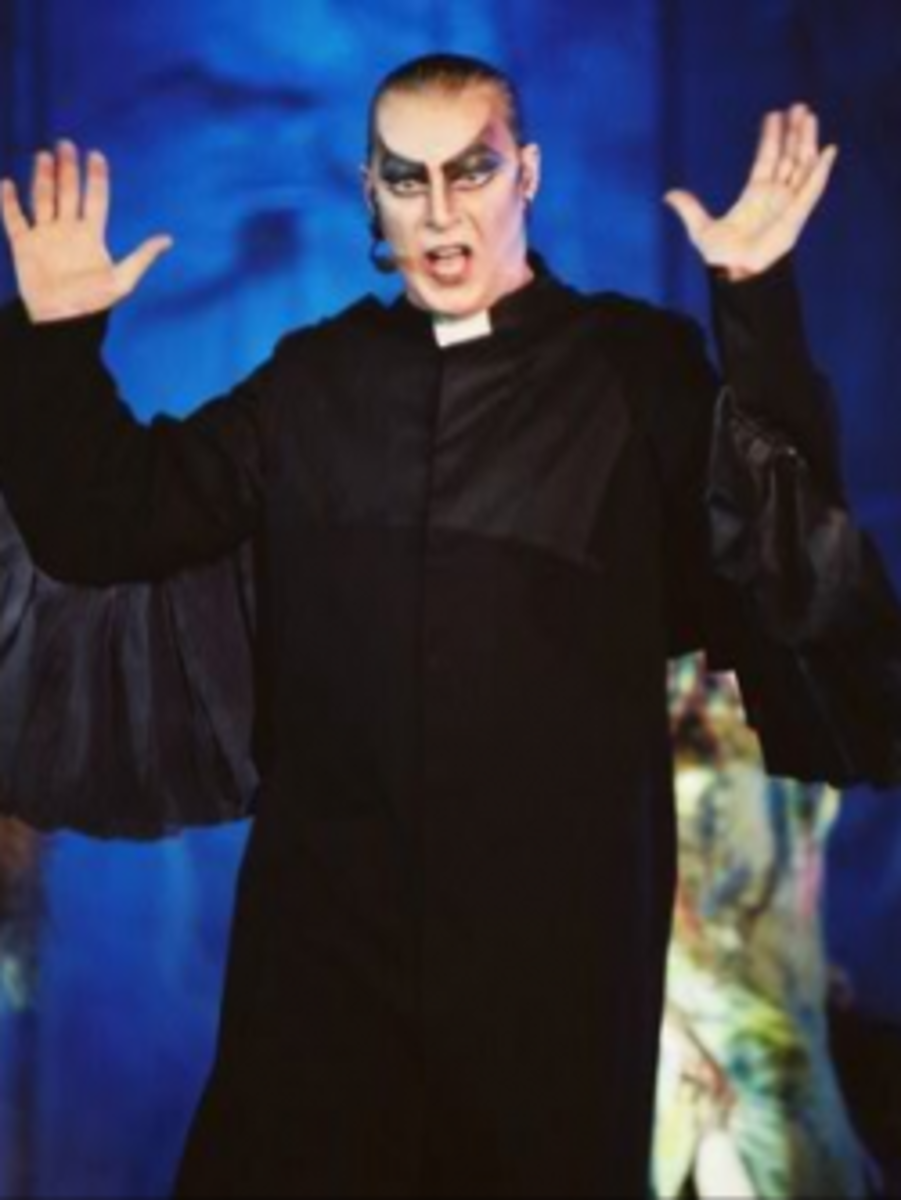 Herbert Leonard as Frollo