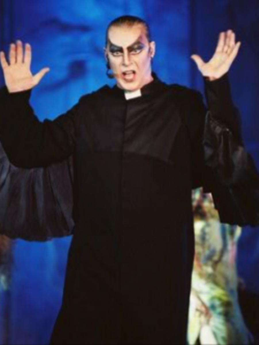 Herbert Leonard as Frollo