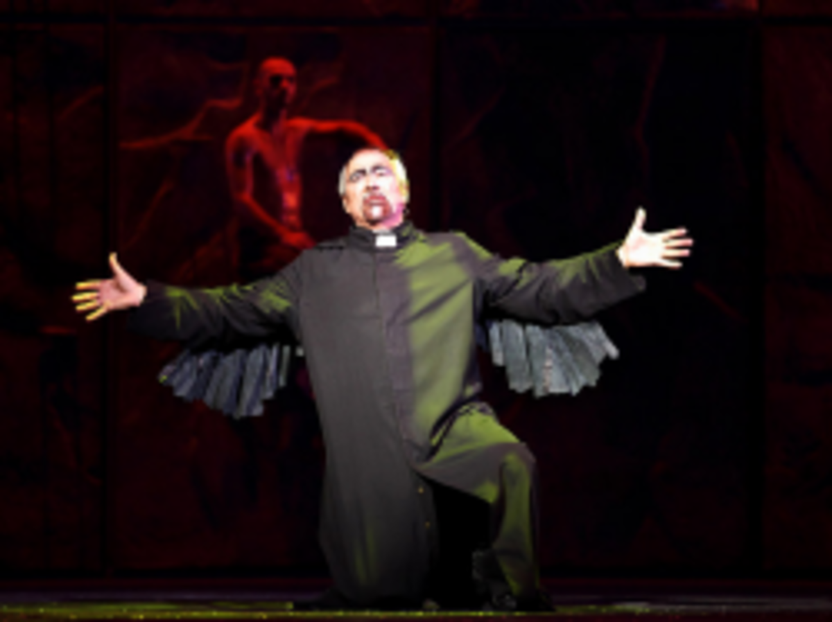 Robert Marien as Frollo in the Asian Tour Cast