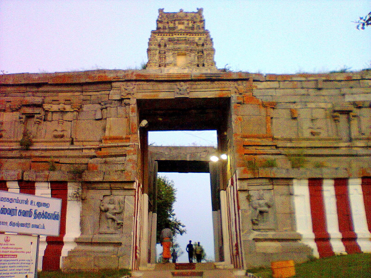LORD SHIVA IS CALLED AS SRI.CHANDRACHODESWARA IN THIS 1250 YEAR OLD TEMPLE AT HOSUR,TAMIL NADU.