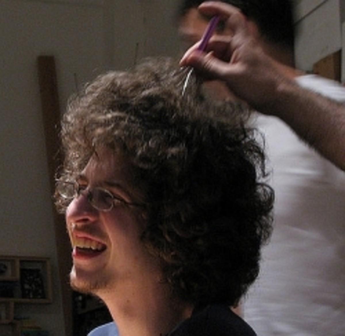 Head Massager Tingler in Action