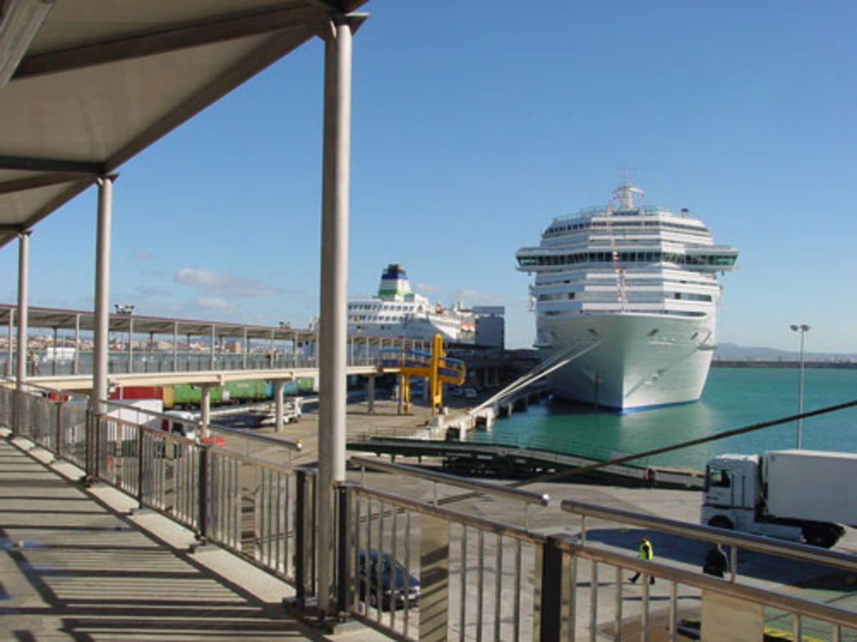 Cruise Terminal 4 and Poniente Quay
