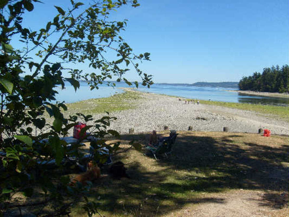 Sandspit during low tide at Pensrose Point State Park