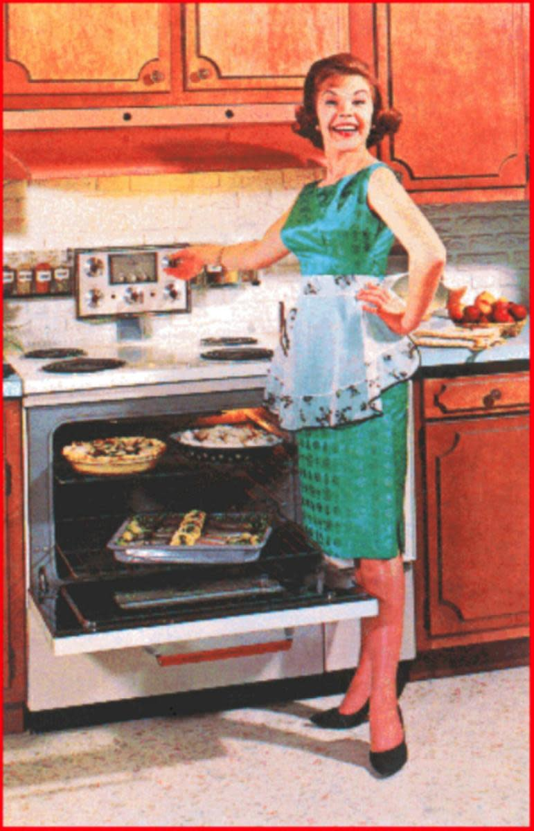 Fifties Housewife Costume Ideas for Halloween or 1950s Themed Parties