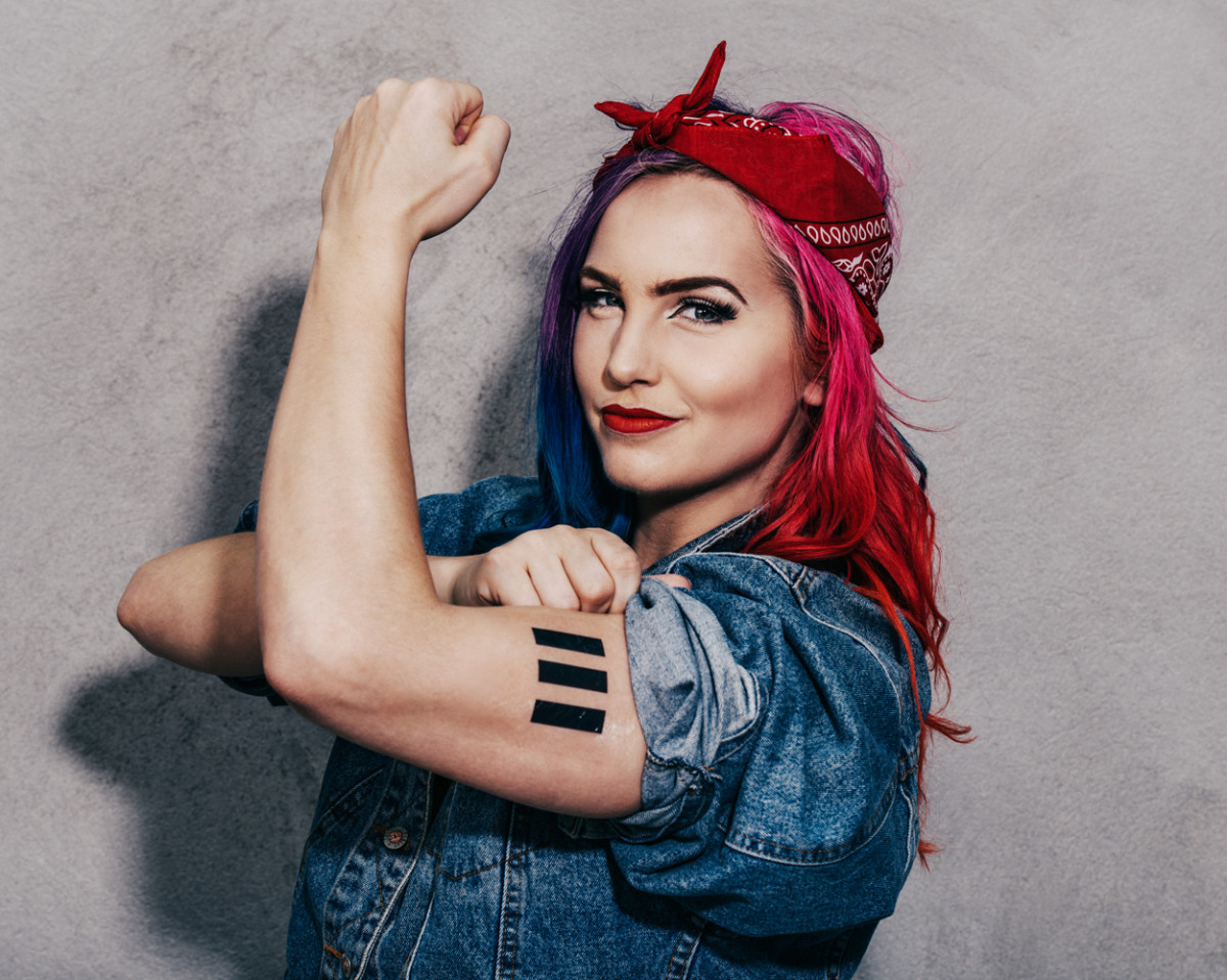 Rosie the Riveter hairstyle is so easy to do...you pretty much tie a bandana around your hair and whalla!