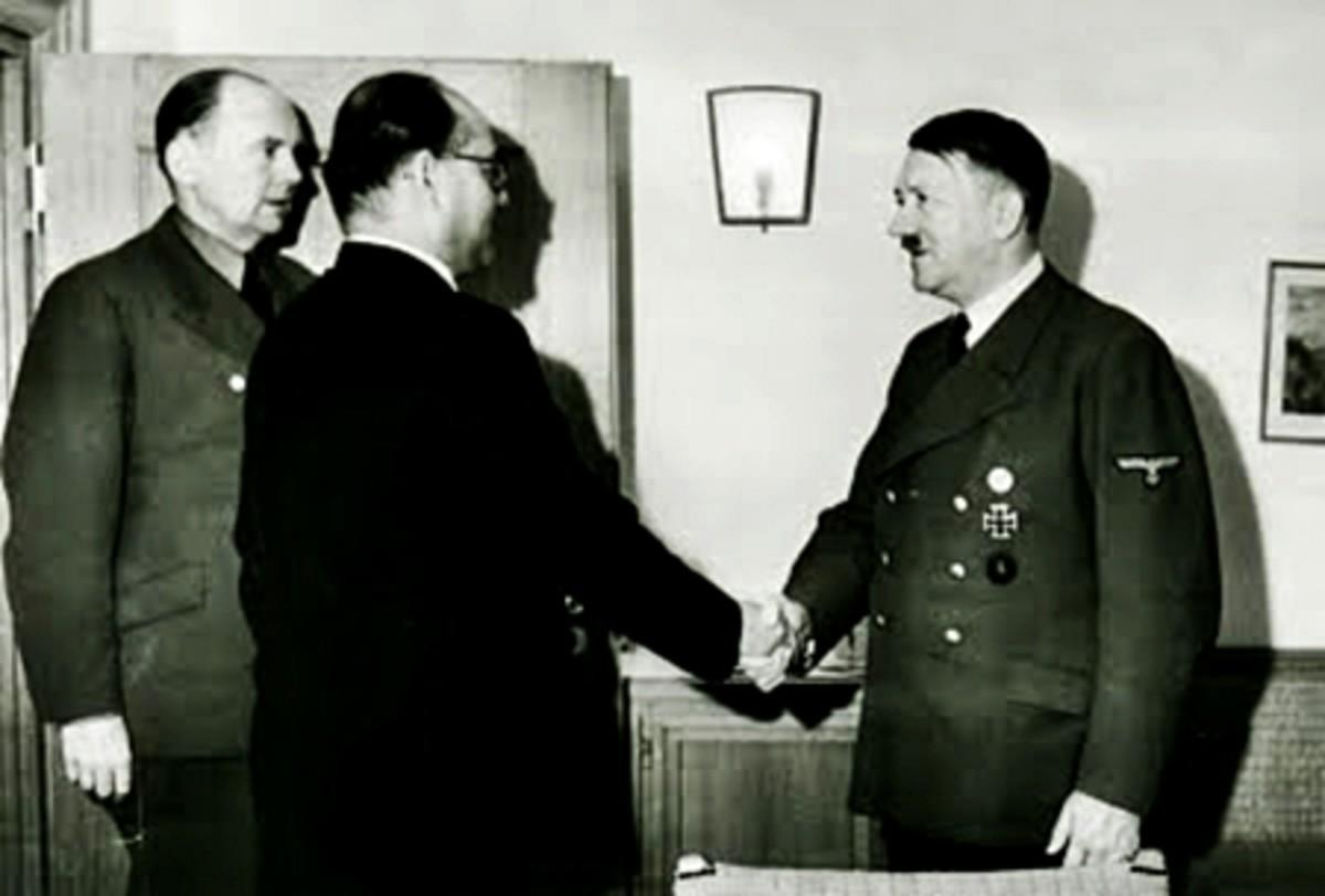 Subhash Chandra Bose (Left) met Hitler in Germany
