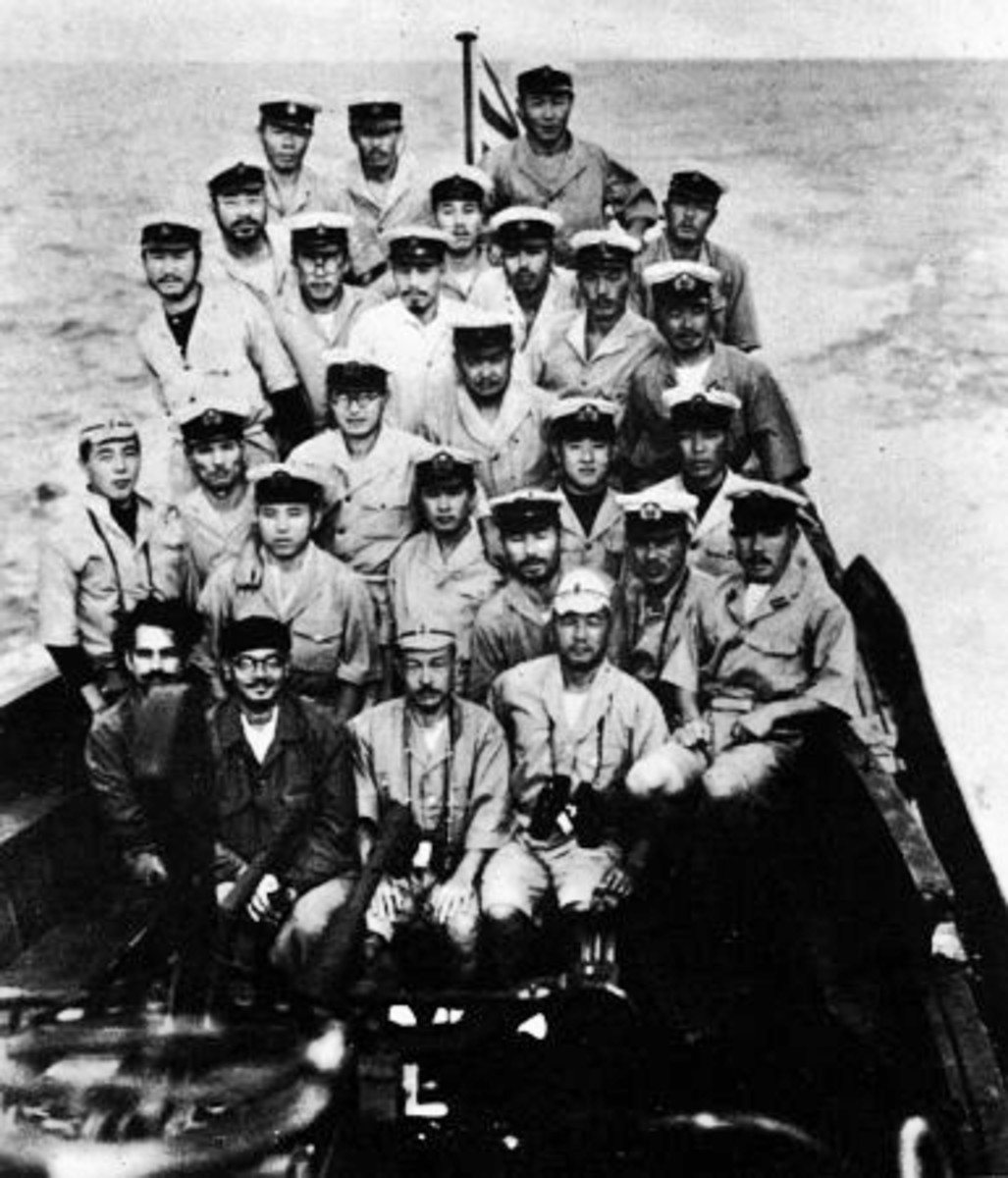 The crew of Japanese submarine with Subhash Chandra Bose