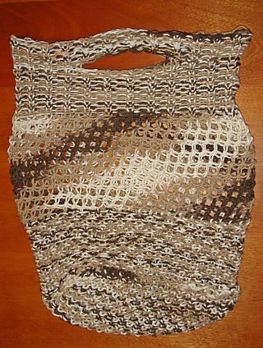 Shopping bag pattern for the blue, long Knifty Knitter loom.