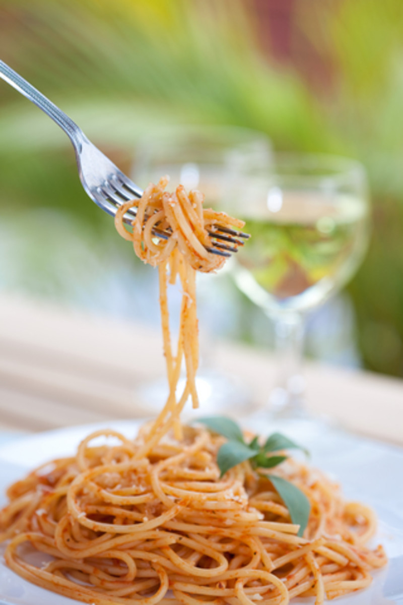 Spaghetti with fresh tomato sauce.