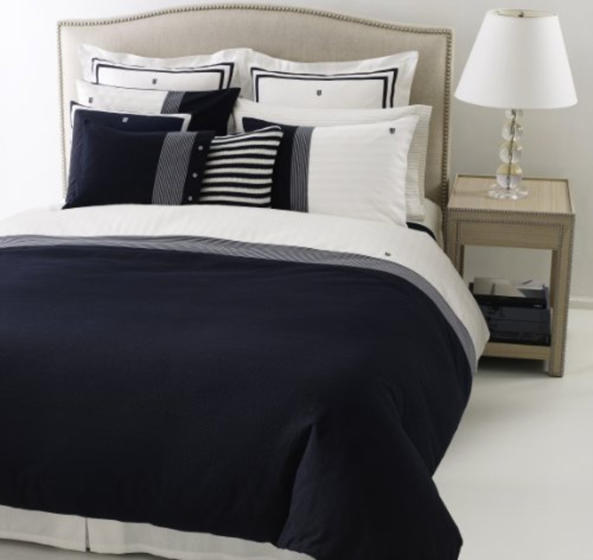 Crisp and clean navy and white makes us all think of summer and the beach. It is a wonderful combination for a casual interior design, and mixes well with dark woods or white glazes.