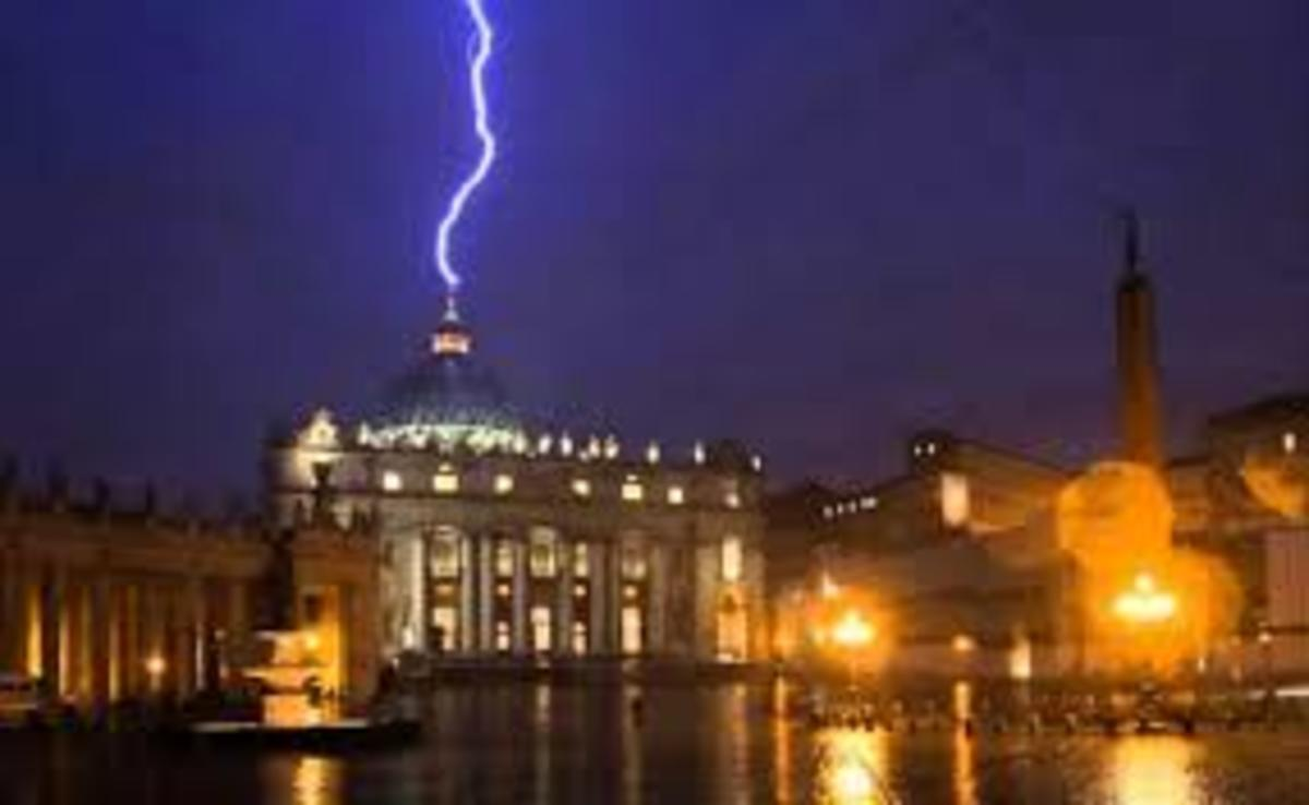 5:55 PM: Lightning strikes Vatican the night Pope Benedict resigned.