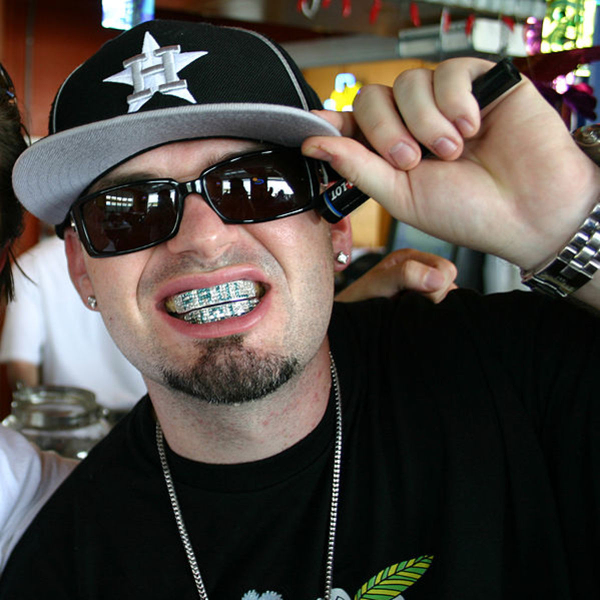 Paul Wall's $30,000 platinum & diamond grillz