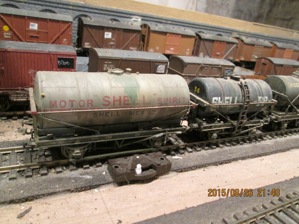 A pair of fuel tank wagons (Shell) of different builds and age, the one on the left being the newer build, although as yet not vacuum braked