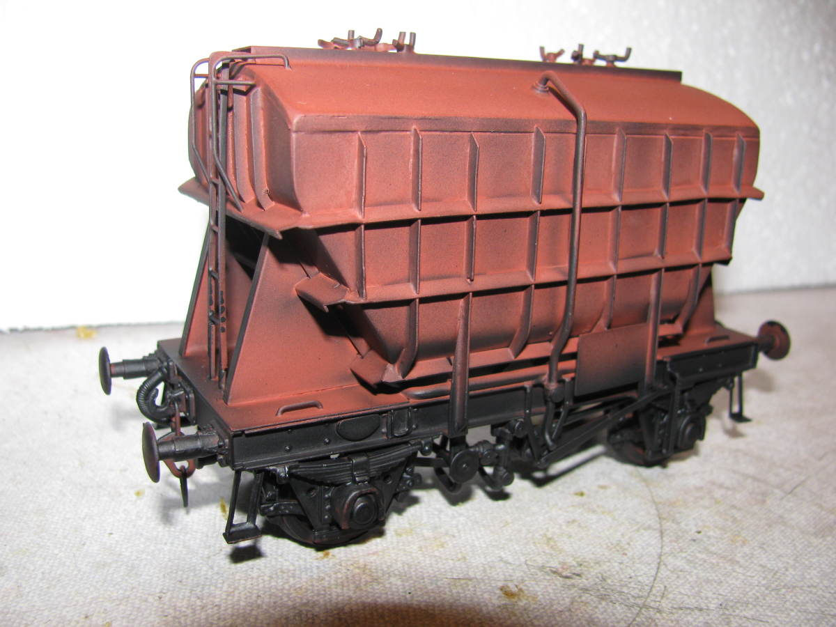 Dgm 1/273 'Presflo' Cement Hopper  with roller bearings - these wagons used compressed air to ease the unloading of bulk cement powder, superseded by 1/2777 'Prestwin' in the late 50s