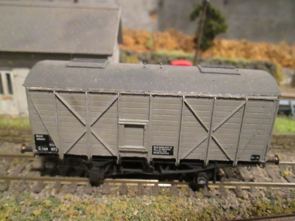 Parkside LNER/BR Grain wagon - unfitted, three link couplings
