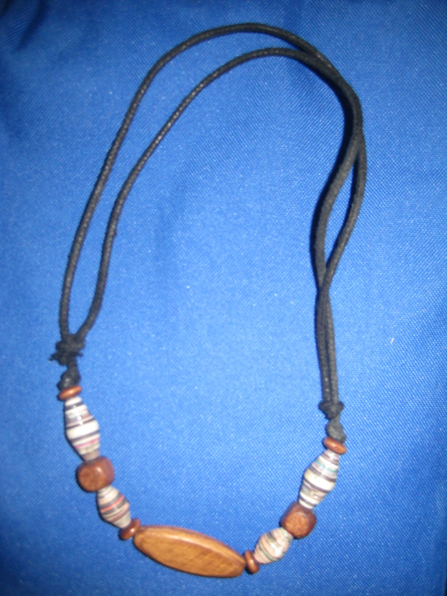 Recycled necklace with adjustable strings(Photo by Travel Man)