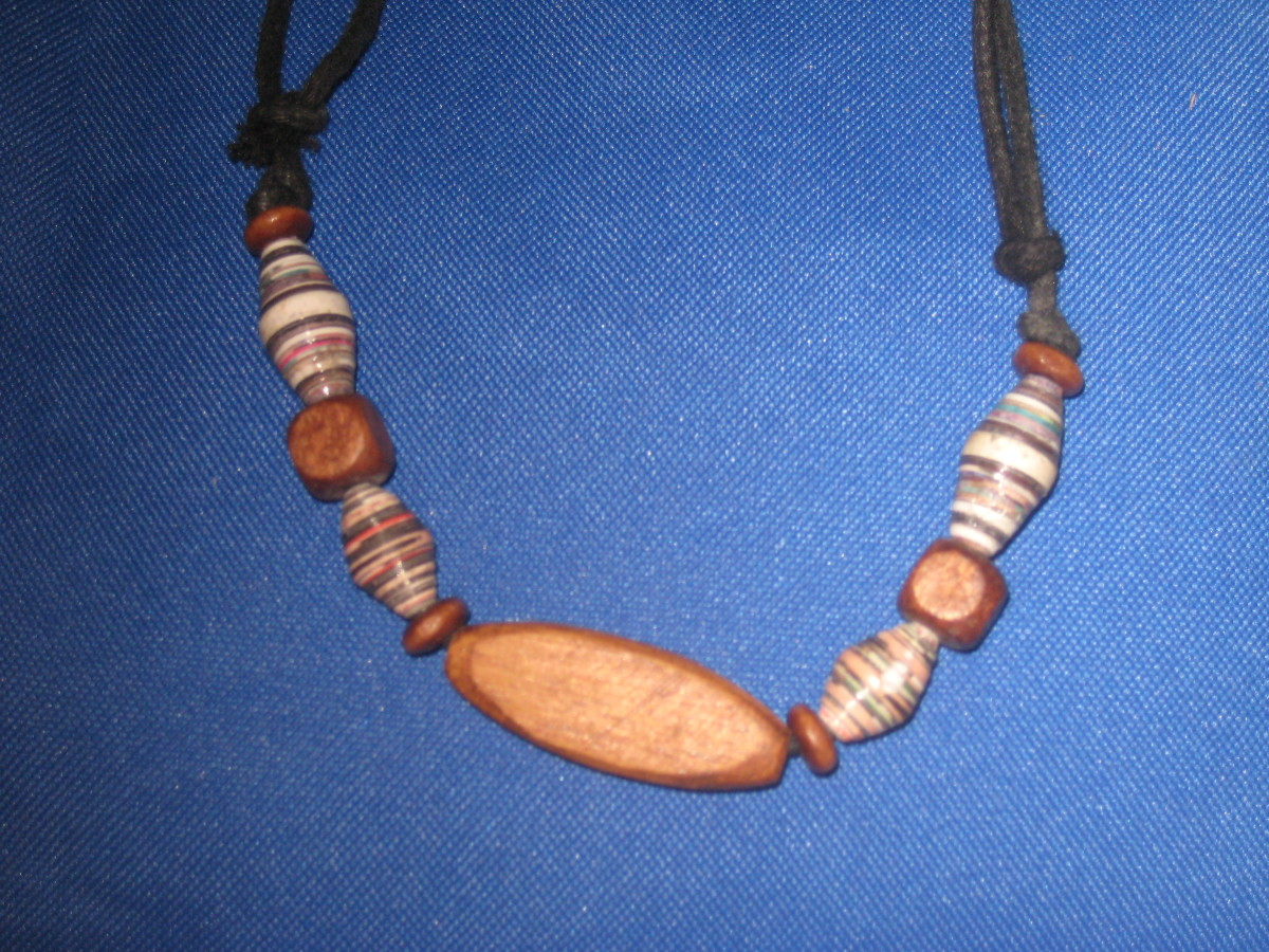 Details of recycled necklace (Photo by Travel Man)