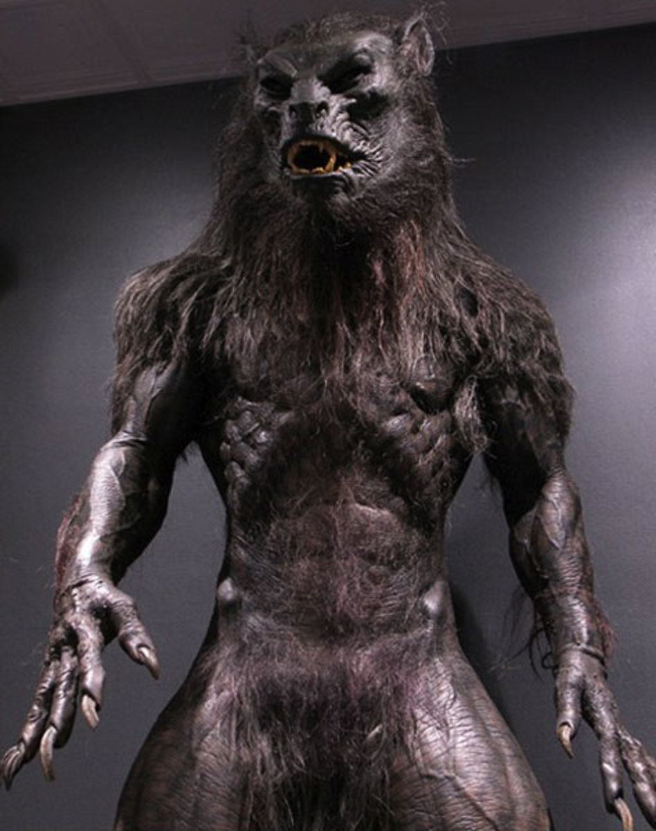 "A ""lycan"" from the popular movies of Underworld. The reverse could be said of this picture. I would say it's more werewolf like than lycanthrope."
