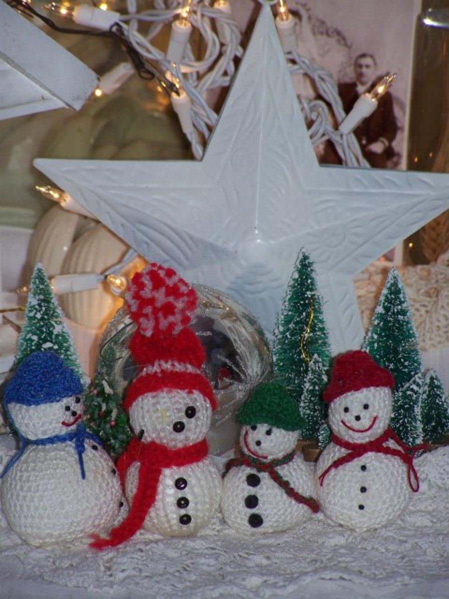 2.Knitted Snowmen